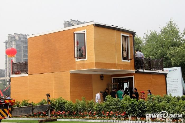 Дом, смонтированный за 3 часа, может посетить любой желающий.