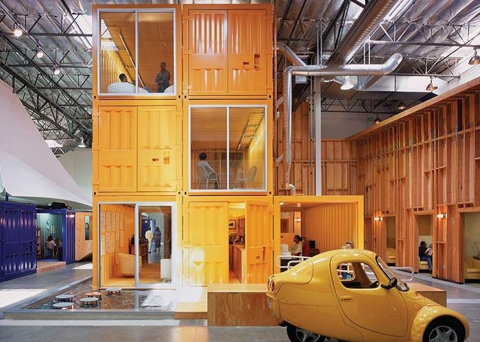 Рабочие места нью-йоркской благотворительной организации, оборудованные в контейнерах.