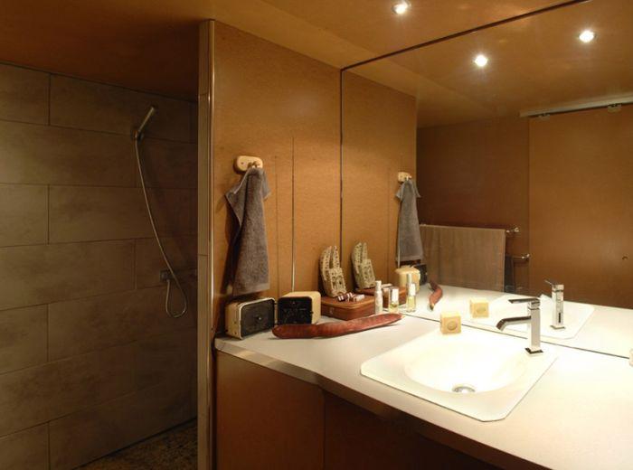 Ванная комната в доме, переделанном из гаража.