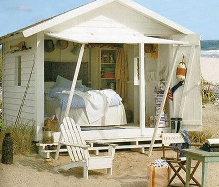 Миниатюрное место для пляжного отдыха.