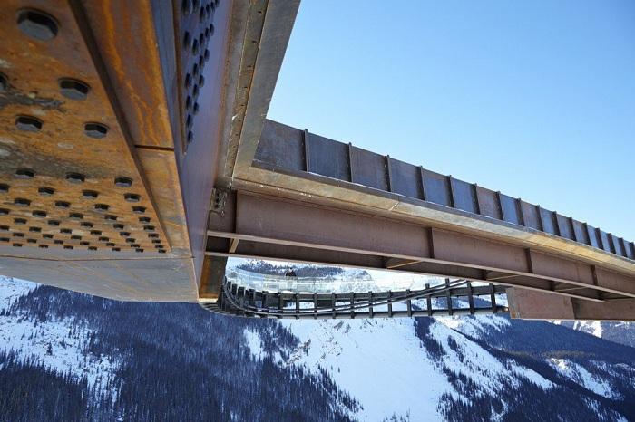 Кортеновская сталь и стекло - основные строительные материалы для Glacier Skywalk.