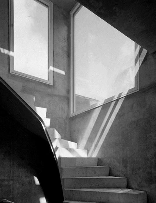 Covert House. Лестница.