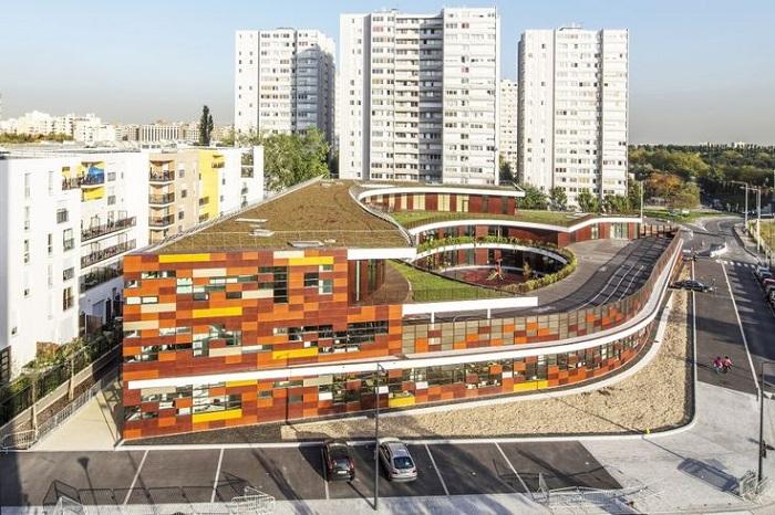 Яркая, креативная школа - новая достопримечательность индустриального городка.