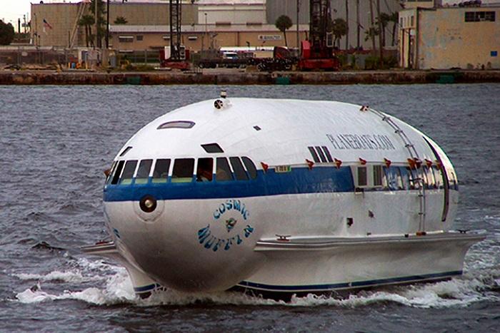 Cosmic Muffin - единственный самолет, перестроенный в моторную лодку.