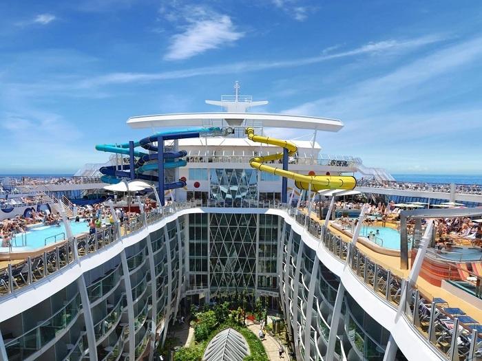 На лайнере Harmony of the Seas расположено 18 палуб.