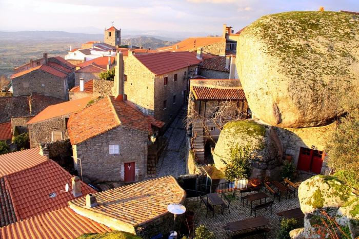 Живописная португальская деревня.
