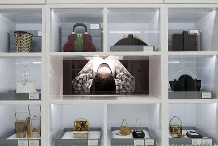 Коллекцию музея составляют более 300 сумок.