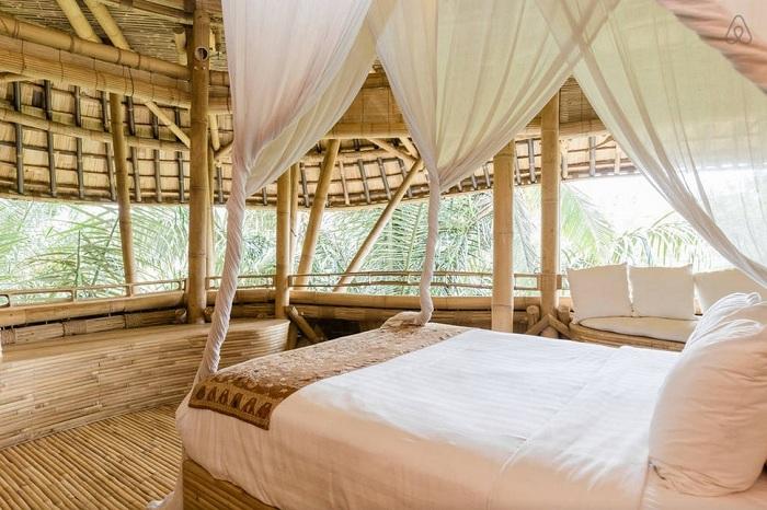 Бамбуковый интерьер отеля на Бали.