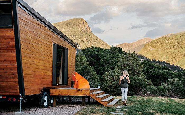 Мобильный домик, построенный супружеской парой Brian и Joni Buzarde.