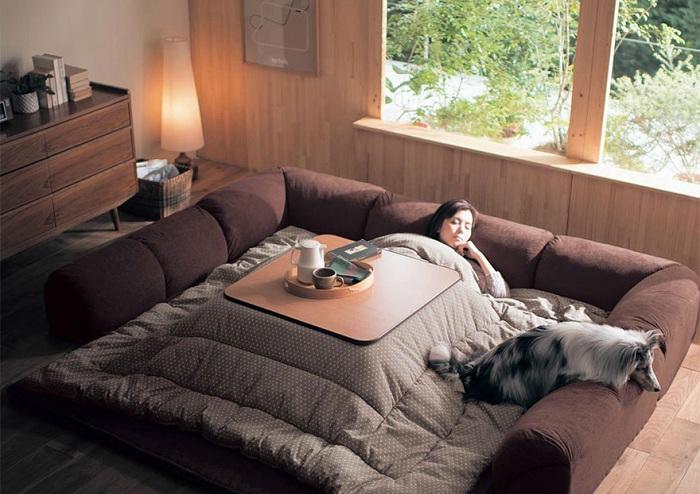 Котацу - японский гибрид одеяла и обогревателя.