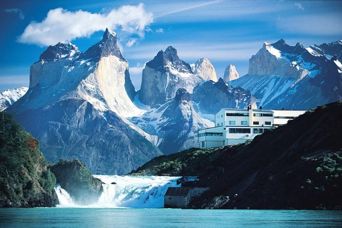 Отель, расположенный в горах Кордильерах (Чили).