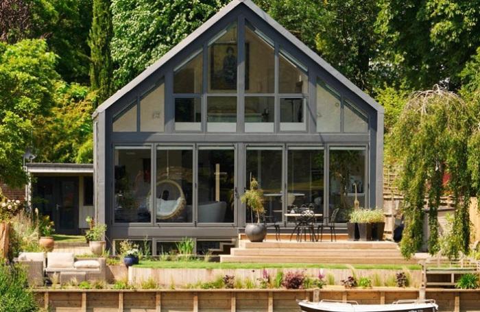 Дом-амфибия, расположенный в Бакингемпшире (Великобритания).