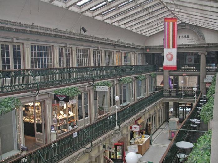 Arcade Providence - старейший торговый центр Америки.