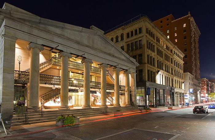 Реконструкция самого старого торгового центра в Америке Arcade Providence.