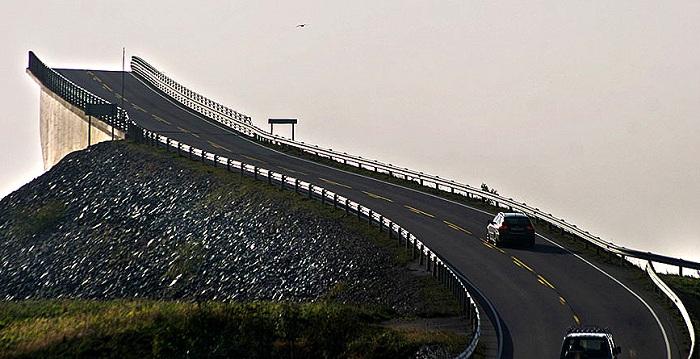 Atlanterhavsveien - мост, «уходящий» в небо.