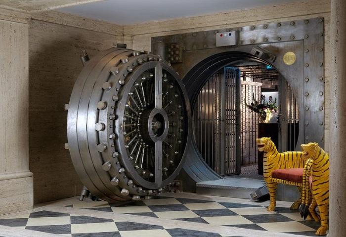Бар, расположенный в бывшем банковском сейфе.