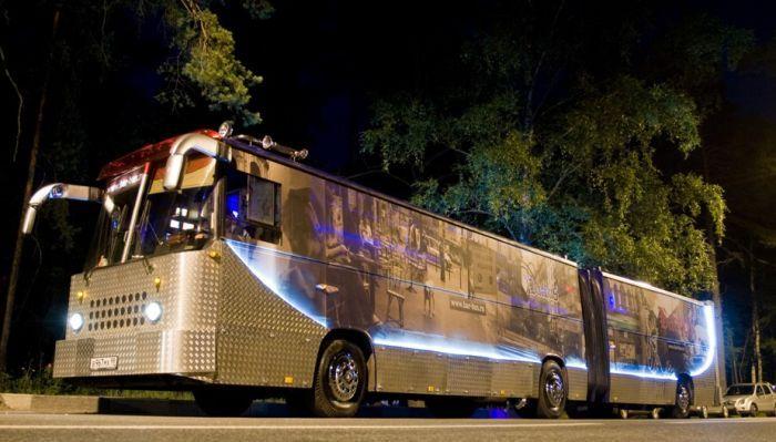 Ночной клуб на колесах.