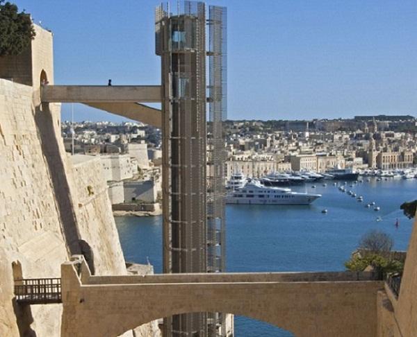 Лифт «Barrakka» на побережье Мальты.