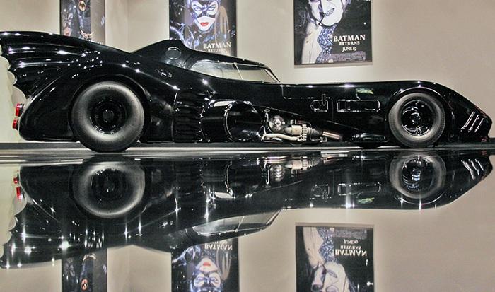 Бэтмобиль - модель, представленная в автомобильном музее Петерсена.