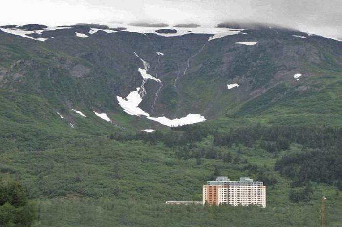 В городке на Аляске есть город, состоящий из одного дома.