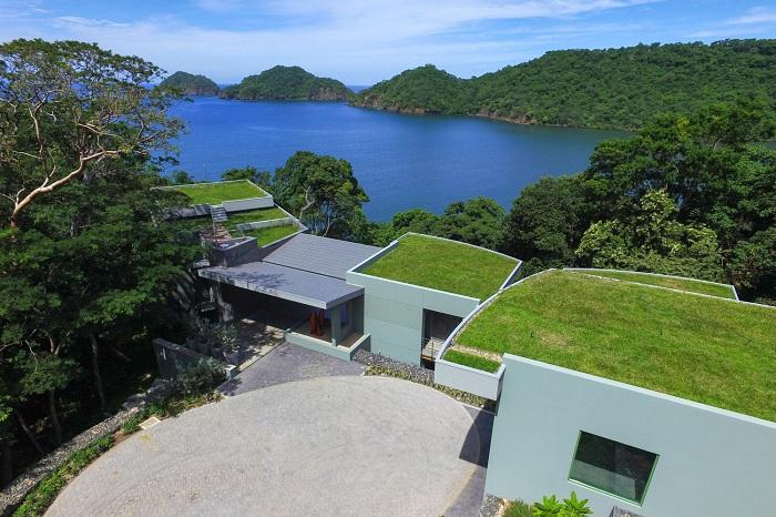 Casa-Magayon. Натуральная кровля - зеленая крыша.