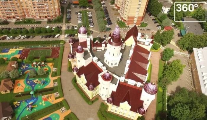 Детский сад в виде замка «Замок детства».