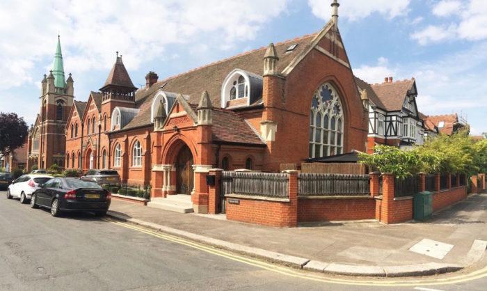 Церковь викторианской эпохи, переделанная в жилой особняк.