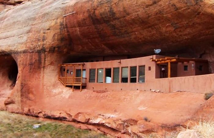 Cliff Haven - дом в пещере.