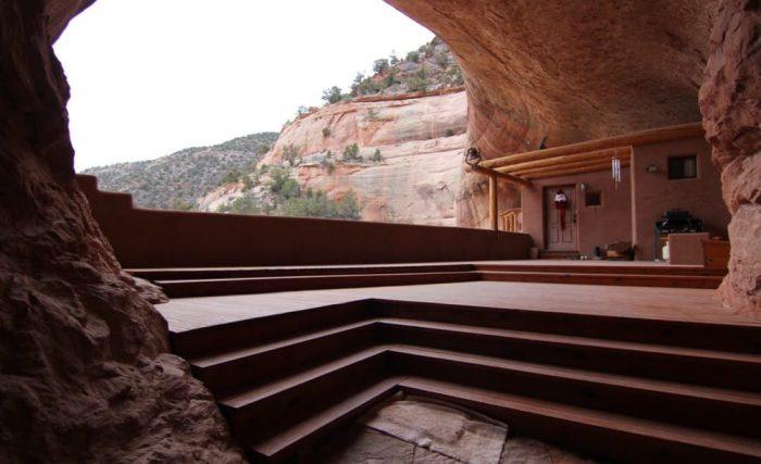 Cliff Haven - дом, построенный внутри естественной пещеры.