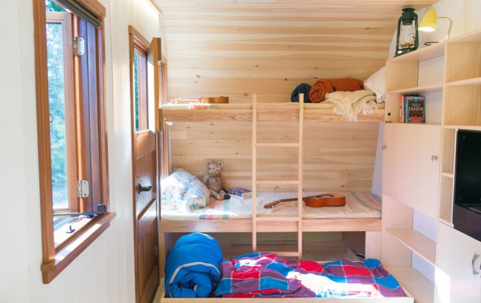 Небольшой домик,в котором друзья могут остаться на ночь.