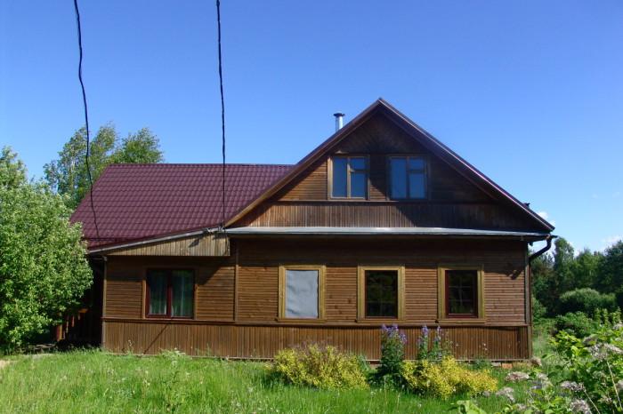 Деревянный сруб реконструируют в современный особняк.