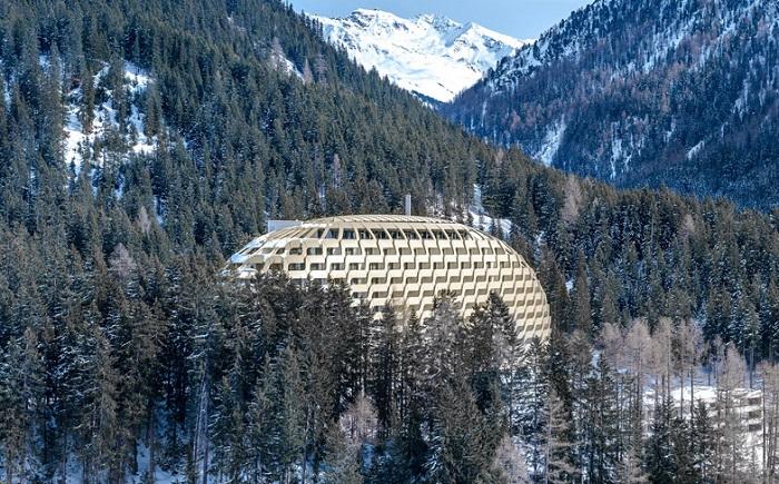 Куполообразная форма отеля The Intercontinental Davos.