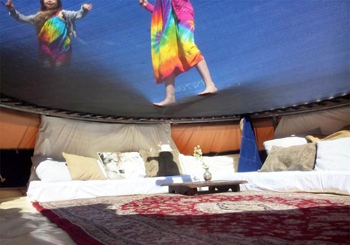 Забавная палатка с батутом от дизайнера Vince Vijsma.