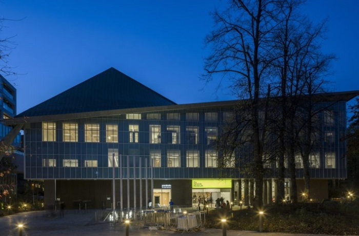 Совместный проект реконструкции музея компаний ОMA, Allies and Morrison и Aruр.