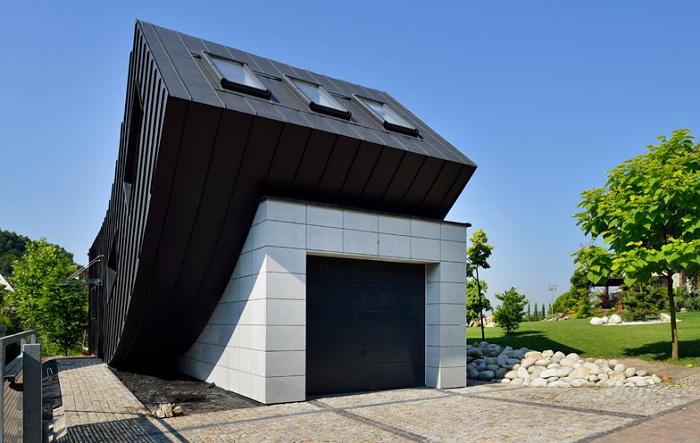 Domo Dom - дом с «загнутой» крышей.