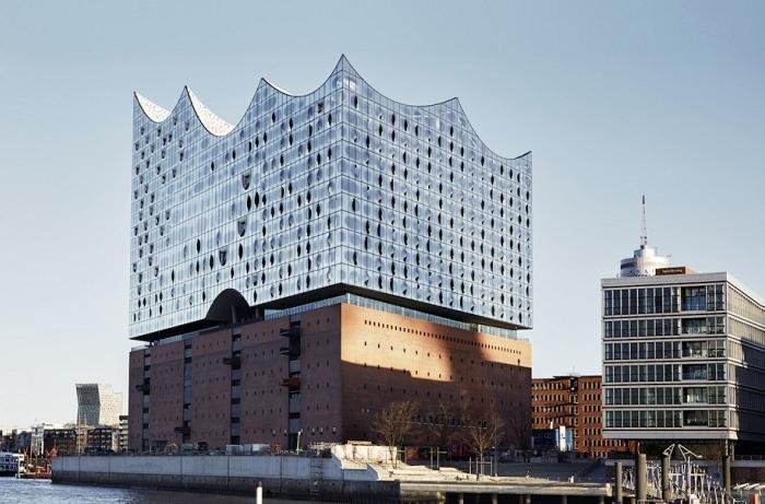 Elbphilharmonie  - эффектная филармония в Гамбурге (Германия).
