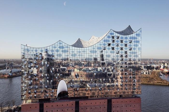 Elbphilharmonie - мерцающая филармония в Гамбурге (Германия).