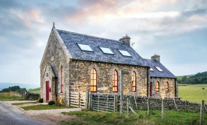 Жилой дом. переделанный из церкви.
