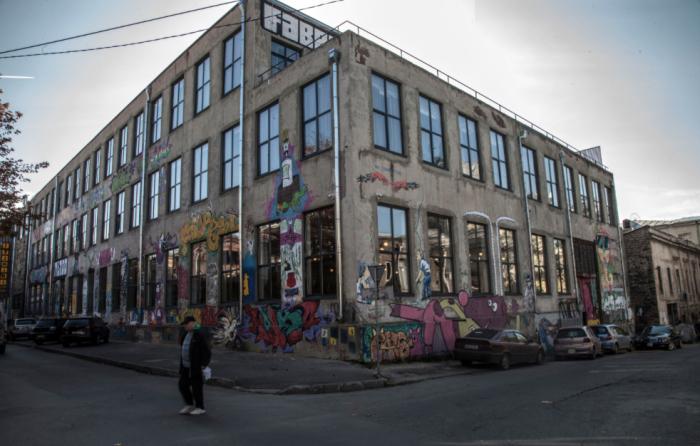 Хостел в Тбилиси (Грузия), переделанный из бывшей швейной фабрики.