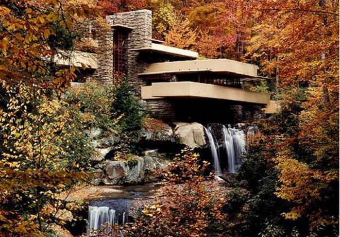 Fallingwater House - дом над водопадом.