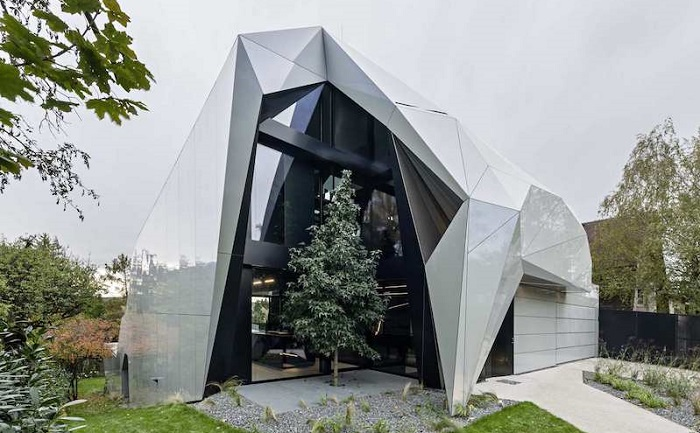 CoMED-дом, похожий на оригами.