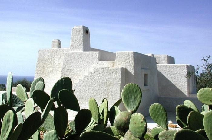 Casa G-M - дом, построенный из вулканического пепла.