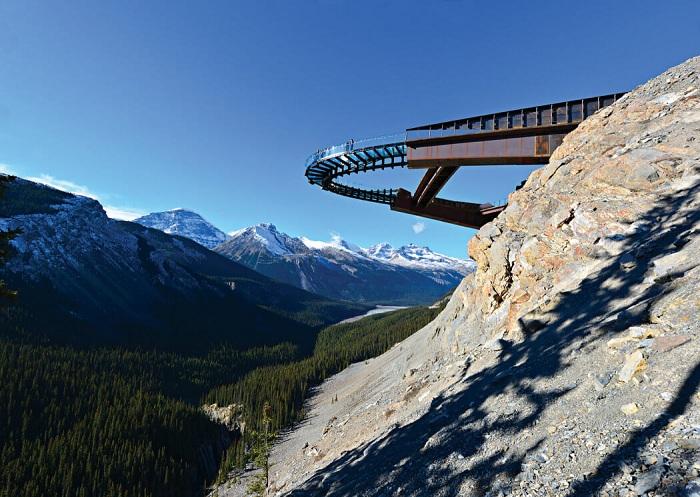 Glacier Skywalk - смотровая площадка в канадском Национальном парке Джаспер.
