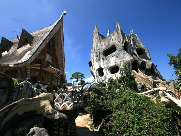 Hang Nga Guesthouse - отель в виде большого дерева во Вьетнаме.