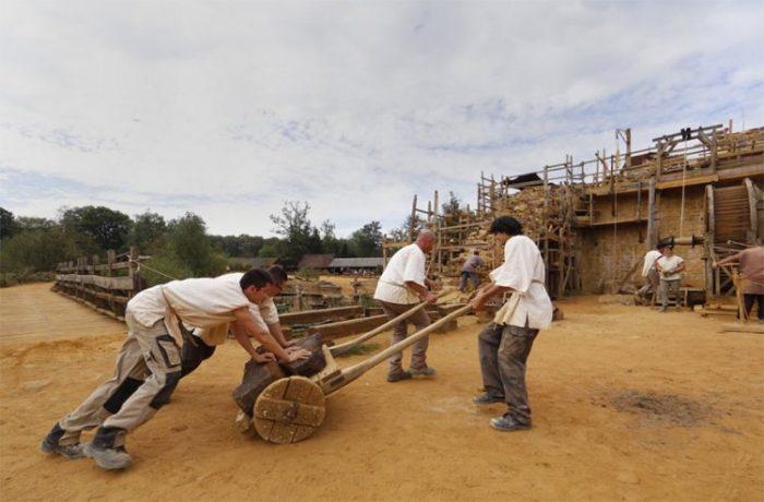 Все работы выполняются без использования современных механизмов.