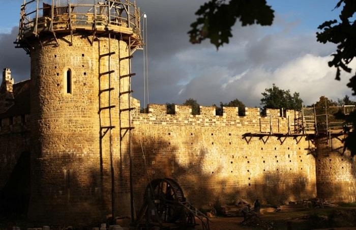 Замок XXI века, построенный по технологиям XIII века.