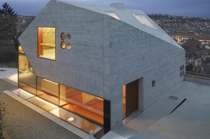 Haus 36 - дом из бетона и стекла.