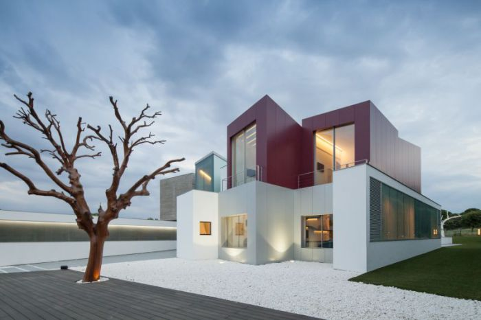House Н - дом с четкими геометрическими формами.