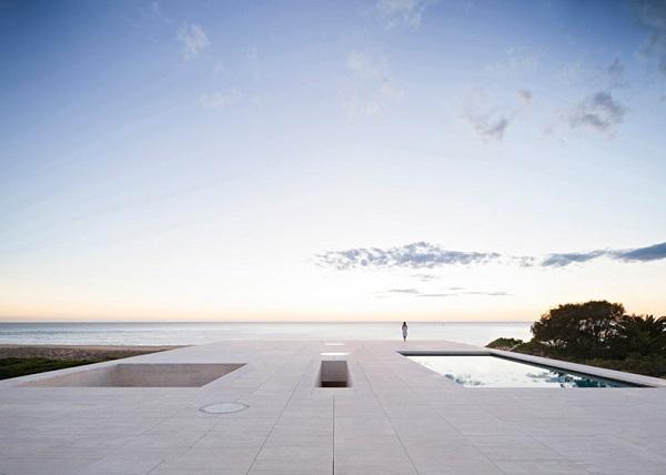 Плоская крыша с бассейном.