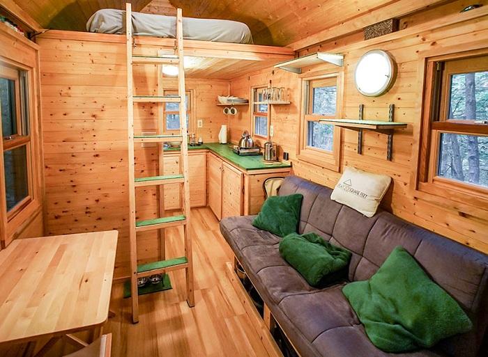 Домик в лесу площадью 11 кв. метров.